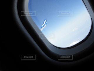 飛行機の中の窓の写真・画像素材[2334281]