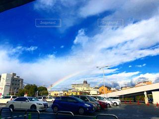 雨上がりの空と虹の写真・画像素材[2342413]