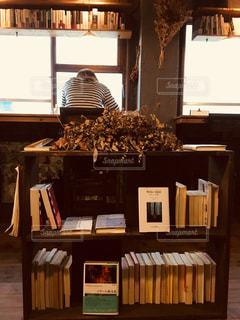 オシャレなブックカフェの写真・画像素材[2338178]