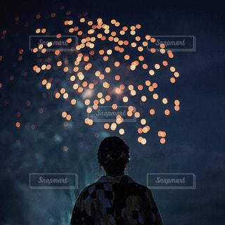 空の花火の写真・画像素材[2340515]