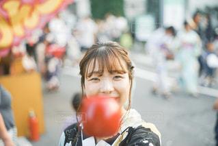 通りを歩く人の写真・画像素材[2454664]