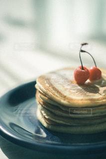 皿の上のケーキの写真・画像素材[2732924]