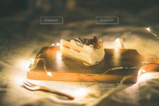 テーブルの上のケーキの写真・画像素材[2732932]