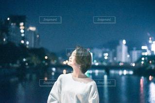 水の中に立っている人の写真・画像素材[2743218]