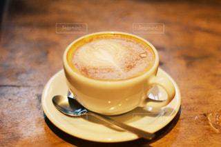 テーブルの上でコーヒーを一杯の写真・画像素材[2959362]