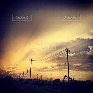 宮城県亘理町荒浜の幻想的な夕暮れ  明るい明日を待ち望みの写真・画像素材[2344652]