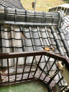 震災で屋根瓦がの写真・画像素材[2344875]