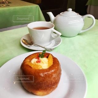贅沢タイム 紅茶とサバランの写真・画像素材[2345243]