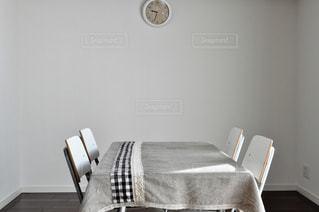 ベッドルーム(ベッド1台、椅子付)の写真・画像素材[2348985]