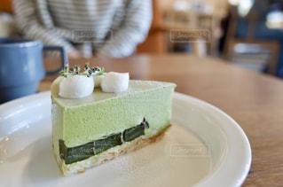 皿の上のケーキのクローズアップの写真・画像素材[2355358]