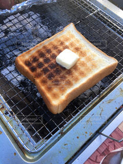 炭焼きバタートーストの写真・画像素材[2347296]