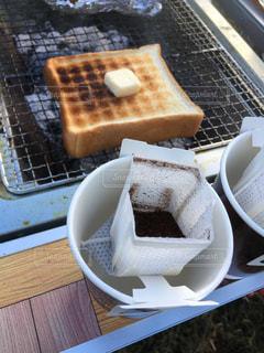 キャンプの素敵な朝食の写真・画像素材[2347298]