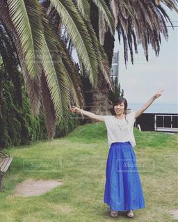 青いマキシスカートとリゾートの写真・画像素材[2347757]