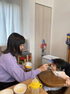 食事中の写真・画像素材[3000973]