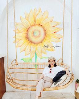向日葵🌻の壁のカフェの写真・画像素材[2348494]