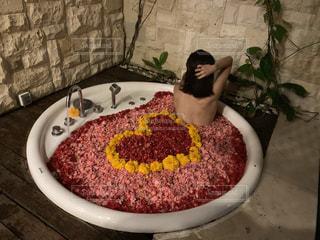 誕生日サプライズでお風呂をハートに💜❤💙💚の写真・画像素材[2351278]