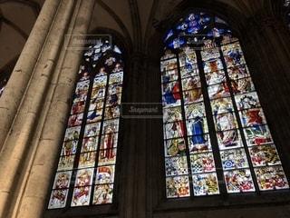 ケルン大聖堂のステンドグラスの写真・画像素材[2355576]