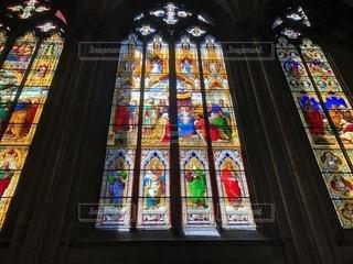 ケルン大聖堂のステンドグラスの写真・画像素材[2355580]