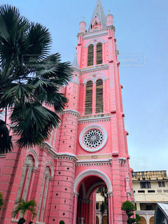 ベトナムのピンクの教会の写真・画像素材[2356130]
