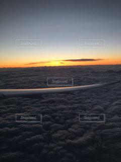 飛行機からの夕日の写真・画像素材[2351511]