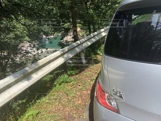 車と湖の写真・画像素材[2353988]