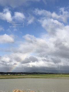 田んぼと虹の写真・画像素材[2354166]