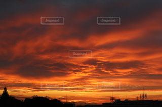 日の出前の朝焼けの写真・画像素材[2357246]