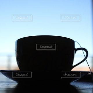 ティーカップのシルエットの写真・画像素材[3226754]
