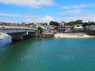 奥武島の海と橋の写真・画像素材[2356048]