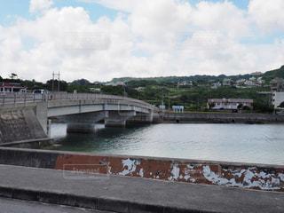 奥武島の海と橋の写真・画像素材[2356051]