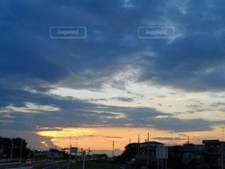 日没時の街の眺めの写真・画像素材[2359460]
