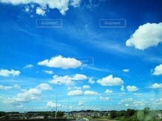 小走り集団雲の写真・画像素材[2359465]