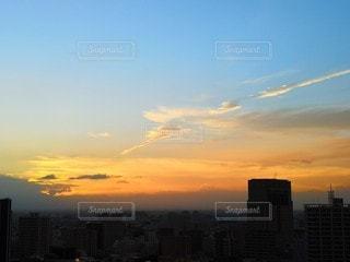 日没時の街の眺めの写真・画像素材[2360794]