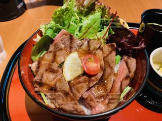 ステーキ丼の写真・画像素材[2358512]