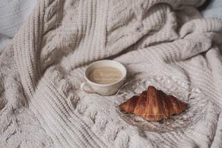 秋冬の季節、部屋におこもりしてコーヒータイムの写真・画像素材[2596723]