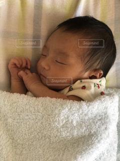子供の寝顔の写真・画像素材[2362381]