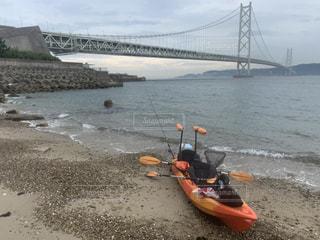 明石海峡大橋とカヤック フィッシングの写真・画像素材[2859036]