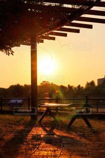 夕暮れのベンチの写真・画像素材[2371601]