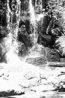 滝のしぶきの写真・画像素材[2396529]