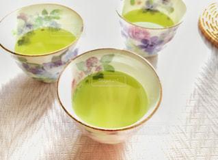 テーブルの上のお茶の写真・画像素材[2782381]