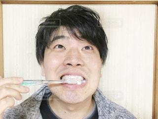 歯磨きしている男性の写真・画像素材[2793569]