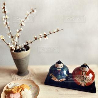 食べ物をテーブルの上に置くの写真・画像素材[2969309]