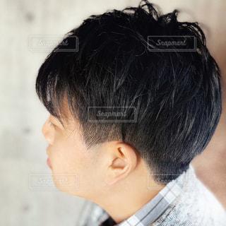 若い男性の横顔の写真・画像素材[2980977]