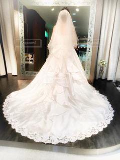 白いドレスを着た人の写真・画像素材[2991564]