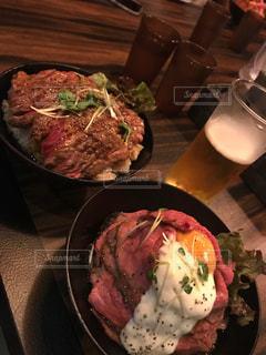 ステーキ丼&ローストビーフ丼の写真・画像素材[2449475]