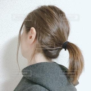 女性の後ろ姿の写真・画像素材[2734226]