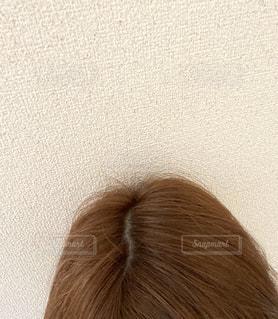 女性のヘアカラー後の地肌の写真・画像素材[2981055]