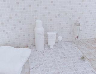 白いタイル張りの壁のクローズアップの写真・画像素材[3074266]