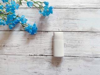 白色のシンプルなボトルの写真・画像素材[3111371]