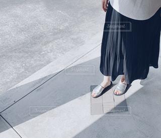 歩道に立っている人の写真・画像素材[3219114]